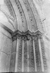 Eglise Saint-Pierre Saint-Paul - Portail de la façade sud : Ebrasement droit et départ des voussures