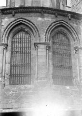 Eglise Saint-Pierre Saint-Paul - Abside : Deux fenêtres