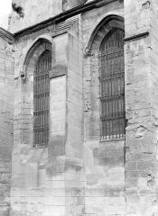 Eglise Saint-Pierre Saint-Paul - Façade latéral : Fenêtres et contreforts