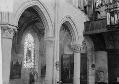 Eglise Saint-Pierre Saint-Paul - Vue intérieure de la nef, côté nord-ouest : Grandes arcades