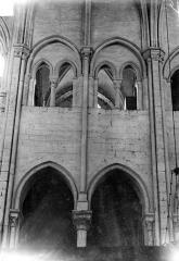 Eglise Saint-Pierre Saint-Paul - Vue intérieure du choeur : Grandes arcades et tribune