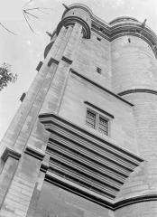 Château de Vincennes et ses abords - Donjon : Façade en contre-plongée