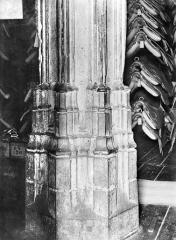 Château de Vincennes et ses abords - Donjon : Base d'un pilier d'une salle
