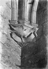Château de Vincennes et ses abords - Donjon. Console sculptée : Oiseau