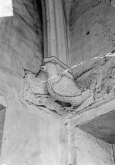 Château de Vincennes et ses abords - Donjon. Console sculptée : L'aigle de saint Jean