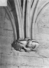 Château de Vincennes et ses abords - Donjon. Console sculptée : Personnage