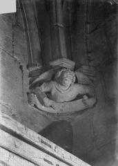 Château de Vincennes et ses abords - Donjon. Console sculptée : Ange