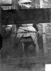 Cathédrale Saint-Maurice - Façade ouest, statues de la partie supérieure représentant saint Maurice et ses compagnons en costume militaire du 16e siècle : 4e statue
