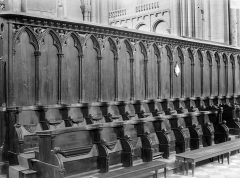 Cathédrale Saint-Pierre - Stalles du choeur : Une rangée