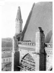 Cathédrale Saint-Gatien - Façade nord : Pinacle de la face ouest du transept