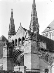 Eglise Saint-Pierre, ancienne cathédrale - Transept sud : Angle sud-est