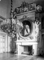 Domaine national : Château de Maisons-Laffitte - Salle des fêtes : Cheminée