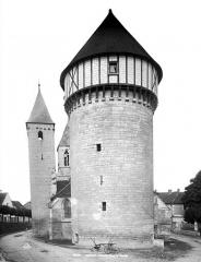 Eglise Saint-Valérien - Vue d'ensemble de la tour et clocher de l'église