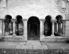 Eglise - Porche de la façade ouest : Vue de face