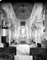Eglise Saint-Pierre Saint-Paul - Vue intérieure de la nef vers le choeur