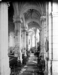 Eglise Saint-Pierre Saint-Paul - Vue intérieure du bas-côté sud, vers l'est