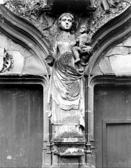 Eglise Notre-Dame - Portail de la façade ouest : Statue de la Vierge à l'Enfant au trumeau