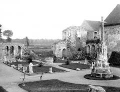 Prieuré de Saint-Jean-des-Bonshommes - Cloître : Vue d'ensemble vers le sud-est