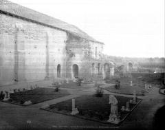 Prieuré de Saint-Jean-des-Bonshommes - Cloître : Vue d'ensemble vers le nord-est
