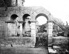 Prieuré de Saint-Jean-des-Bonshommes - Salle capitulaire : Entrée