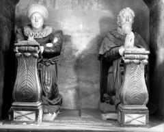 Eglise - Statues funéraires du marquis de Railly et de sa femme