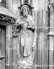 Eglise - Portail de la façade ouest, piédroit droit : Statue de saint Jean