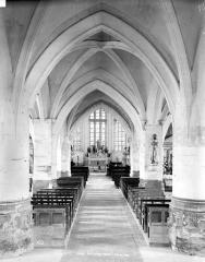 Eglise Saint-Symphorien - Vue intérieure de la nef vers le choeur
