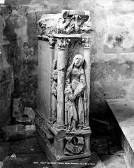 Eglise Saint-Symphorien - Ancien piédestal de la Belle Croix