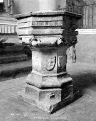 Eglise Saint-Symphorien - Fonts baptismaux