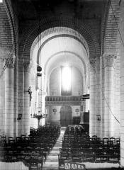 Eglise Notre-Dame - Vue intérieure de la nef vers l'entrée