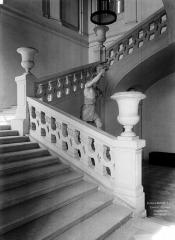 Domaine national : Château de Maisons-Laffitte - Escalier d'honneur : Rez-de-chaussée