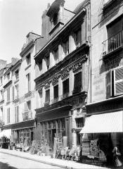 Hôtel Pélisson - Façade sur rue, en perspective