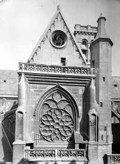 Eglise Saint-Germain-l'Auxerrois - Transept sud : Partie supérieure de la façade