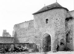 Château d'Harcourt - Porte d'entrée