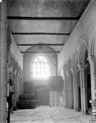Eglise Notre-Dame de Roscudon - Vue intérieure de la nef vers l'entrée