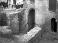 Palais des Papes - Cour d'honneur : Entrée de la porte de la Mirande