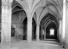 Palais des Papes - Salle de la grande audience : Vue intérieure côté est