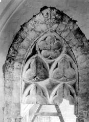 Palais des Papes - Salle de la grande audience : Fenêtre conservée sur la tour Saint-Laurent