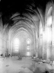 Palais des Papes - Chapelle de Clément VI : Vue intérieure côté est