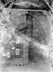 Palais des Papes - Chapelle de Clément VI : Vue d'ensemble du portail
