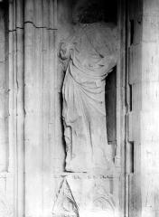 Palais des Papes - Chapelle de Clément VI : Statue du portail