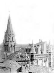 Eglise Saint-Pierre - Vue générale prise de l'ouest : Toitures et clocher
