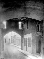 Enceinte de la ville - Porte Sauvigny : Passage voûté