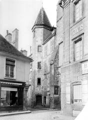 Demeure des Gouverneurs - Vue d'ensemble de la façade et de la tourelle