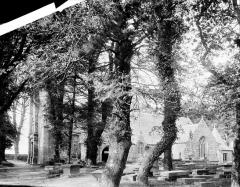 Eglise Saint-Pierre - Vue générale prise du sud-est