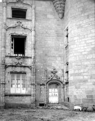 Manoir de Kéroulas - Façade : Porte et fenêtres