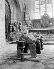 Eglise Saint-Ronan - Tombeau de saint Ronan