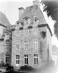 Château de Kerjean, actuellement Musée breton - Pavillon ouest : Façade sur le jardin