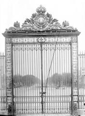 Domaine national de Versailles - Porte de la grande grille à l'ouest : Vue d'ensemble