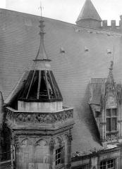 Hôtel ou Palais Jacques-Coeur - Cour intérieure : Toiture enlevée de la tourelle